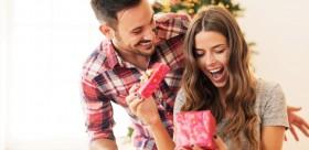 Man gives woman a Christmas present